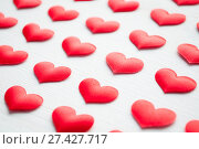Купить «St Valentines day background. Red hearts on the white wooden background, shallow DOF», фото № 27427717, снято 20 января 2018 г. (c) Зезелина Марина / Фотобанк Лори