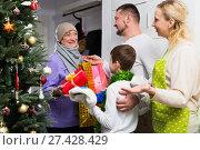 Grandmother coming to congratulate family on Christmas. Стоковое фото, фотограф Яков Филимонов / Фотобанк Лори