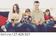 Купить «Family plaing with mobile phones», фото № 27428921, снято 23 декабря 2016 г. (c) Яков Филимонов / Фотобанк Лори