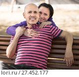 Купить «male and middle-aged female posing on street bench», фото № 27452177, снято 9 апреля 2016 г. (c) Татьяна Яцевич / Фотобанк Лори