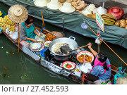Купить «Asia, Thailand, Bangkok, Damnoen Saduak floating market», фото № 27452593, снято 6 сентября 2017 г. (c) age Fotostock / Фотобанк Лори