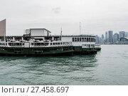 Купить «Star Ferry puts on in the pier of Viktoria harbour», фото № 27458697, снято 19 ноября 2019 г. (c) age Fotostock / Фотобанк Лори