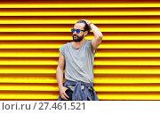 Купить «man in sunglasses over ribbed yellow background», фото № 27461521, снято 2 июня 2016 г. (c) Syda Productions / Фотобанк Лори