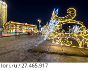 Купить «Christmas (New Year holidays) decoration Lubyanskaya (Lubyanka) Square in the evening, Moscow, Russia», фото № 27465917, снято 9 января 2018 г. (c) Владимир Журавлев / Фотобанк Лори