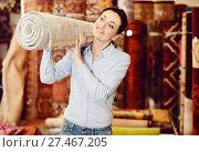 Купить «woman consumer holding carpet», фото № 27467205, снято 22 ноября 2017 г. (c) Яков Филимонов / Фотобанк Лори