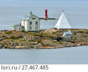 Купить «Необитаемый остров Kobba Klintar с маяком. Аландские острова, Финляндия», фото № 27467485, снято 2 сентября 2017 г. (c) Валерия Попова / Фотобанк Лори