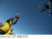 Купить «Участник команды делает бросок в корзину во время игры в уличный баскетбол на территории олимпийского парка в Сочи, Россия», фото № 27468913, снято 16 октября 2017 г. (c) Николай Винокуров / Фотобанк Лори