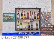 Купить «Display Cabinet Wine Shop Obidos Town Portugal», фото № 27490777, снято 5 июня 2020 г. (c) age Fotostock / Фотобанк Лори
