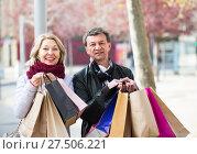 Купить «Mature spouses with shopping bags outdoor», фото № 27506221, снято 18 марта 2018 г. (c) Яков Филимонов / Фотобанк Лори