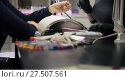 Купить «Manicure in beauty shop - cosmetic master in medical mask deals polish on the nails», видеоролик № 27507561, снято 16 августа 2018 г. (c) Константин Шишкин / Фотобанк Лори