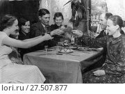 Семейное застолье конца 1930-х годов. Стоковое фото, фотограф Retro / Фотобанк Лори