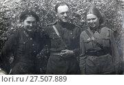 Портрет офицера с девушками-военнослужащими. 24.09.1943. город Россошь. Стоковое фото, фотограф Retro / Фотобанк Лори