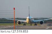 Купить «Widebody airplane departure», видеоролик № 27519853, снято 16 октября 2017 г. (c) Игорь Жоров / Фотобанк Лори