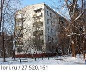 Пятиэтажный четырехподъездный блочный жилой дом серии I-510, построен в 1961 году. 9-я Парковая улица, 61, корпус 6. Район Северное Измайлово. Город Москва (2018 год). Стоковое фото, фотограф lana1501 / Фотобанк Лори