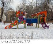 Купить «Детская игровая площадка во дворе жилых домов на 5-ой Парковой улице. Район Северное Измайлово. Город Москва», эксклюзивное фото № 27520173, снято 23 января 2018 г. (c) lana1501 / Фотобанк Лори