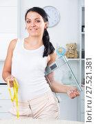 Купить «Woman with measuring tape and scales», фото № 27521381, снято 23 марта 2019 г. (c) Яков Филимонов / Фотобанк Лори