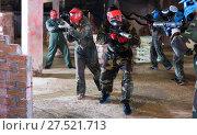 Купить «Players in red masks attack rivals», фото № 27521713, снято 10 июля 2017 г. (c) Яков Филимонов / Фотобанк Лори