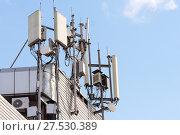 Купить «Антенны базовой станции оператора сотовой связи», фото № 27530389, снято 31 января 2018 г. (c) Алексей Букреев / Фотобанк Лори