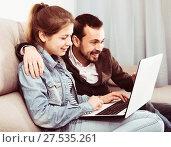 Father and daughter booking hotel online. Стоковое фото, фотограф Яков Филимонов / Фотобанк Лори