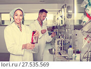 Купить «experts making tests in winery laboratory», фото № 27535569, снято 12 декабря 2019 г. (c) Яков Филимонов / Фотобанк Лори