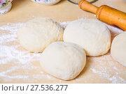Купить «Дрожжевое тесто на столе», фото № 27536277, снято 26 января 2018 г. (c) Алёшина Оксана / Фотобанк Лори