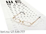 Очки и таблица для проверки зрения (2017 год). Редакционное фото, фотограф Юрий Морозов / Фотобанк Лори