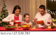 Купить «happy family having christmas dinner at home», видеоролик № 27539781, снято 17 января 2018 г. (c) Syda Productions / Фотобанк Лори