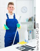 Купить «guy in uniform cleaning in office», фото № 27547209, снято 27 мая 2019 г. (c) Яков Филимонов / Фотобанк Лори