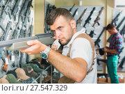 Купить «Men choosing air weapon», фото № 27547329, снято 4 июля 2017 г. (c) Яков Филимонов / Фотобанк Лори