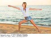 Купить «Portrait of sportswoman which is doing excercises on endurance», фото № 27550589, снято 17 июля 2017 г. (c) Яков Филимонов / Фотобанк Лори