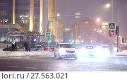 Купить «Затрудненное движение на перекрестке Сретенского бульвара перед зданием офиса Лукойл во время аномального снегопада 3 февраля 2018», видеоролик № 27563021, снято 3 февраля 2018 г. (c) Ирина Мойсеева / Фотобанк Лори
