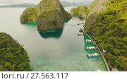Купить «Very beautyful lagoon with boats. Paradise islands in Philippines. Kayangan Lake.», видеоролик № 27563117, снято 4 февраля 2018 г. (c) Mikhail Davidovich / Фотобанк Лори