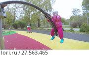 Купить «Girl child on rotating swing», видеоролик № 27563465, снято 23 октября 2017 г. (c) Потийко Сергей / Фотобанк Лори
