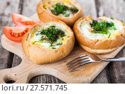 Купить «Scrambled eggs with bacon in a bun.», фото № 27571745, снято 5 февраля 2018 г. (c) Елена Блохина / Фотобанк Лори