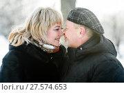 Купить «Счастливая пара. Влюблённые мужчина и женщина среднего возраста стоят в обнимку зимой на прогулке», эксклюзивное фото № 27574653, снято 23 января 2018 г. (c) Игорь Низов / Фотобанк Лори