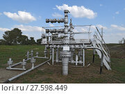 Купить «Equipment of an oil well», фото № 27598449, снято 17 июня 2019 г. (c) PantherMedia / Фотобанк Лори