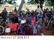 Купить «African village life. Motorcycles and women.», фото № 27604813, снято 23 июня 2018 г. (c) age Fotostock / Фотобанк Лори