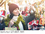 Купить «Teenage girl shopping at festive fair before Xmas», фото № 27607181, снято 12 декабря 2016 г. (c) Яков Филимонов / Фотобанк Лори