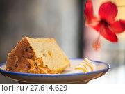 Купить «Selective focus, Chiffon cake on nice dish cutting board», фото № 27614629, снято 22 января 2019 г. (c) PantherMedia / Фотобанк Лори