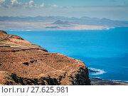 Купить «panoramic road towards timanfaya park,lanzarote,canary islands», фото № 27625981, снято 16 декабря 2018 г. (c) PantherMedia / Фотобанк Лори