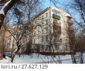 Пятиэтажный четырехподъездный блочный жилой дом серии I-510 (1961 г.). 9-я Парковая улица, 61, корпус 5. Район Северное Измайлово. Москва (2018 год). Редакционное фото, фотограф lana1501 / Фотобанк Лори