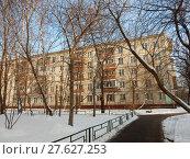 Пятиэтажный четырёхподъездный блочный жилой дом серии I-510 (1961 год). 9-я Парковая улица, 61 корпус 2. Район Северное Измайлово. Москва (2018 год). Стоковое фото, фотограф lana1501 / Фотобанк Лори