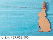 Купить «Easter wooden bunny on wooden background», фото № 27658105, снято 26 января 2018 г. (c) Майя Крученкова / Фотобанк Лори