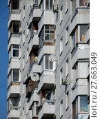 Купить «Семнадцатиэтажный восьмиподъездный панельный жилой дом серии П-3/17, построен в 1986 году. Хабаровская улица, 4. Район Гольяново. Город Москва», эксклюзивное фото № 27663049, снято 3 сентября 2017 г. (c) lana1501 / Фотобанк Лори