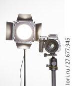 Купить «medium format  proffesional camera and studio light with barn doors», фото № 27677945, снято 23 октября 2018 г. (c) PantherMedia / Фотобанк Лори