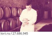 Купить «Male keeping ageing process of wine», фото № 27686945, снято 22 сентября 2016 г. (c) Яков Филимонов / Фотобанк Лори