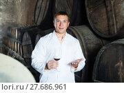Купить «Male keeping ageing process of wine», фото № 27686961, снято 22 сентября 2016 г. (c) Яков Филимонов / Фотобанк Лори
