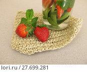 Купить «cucumber mint strawberries detox wasser», фото № 27699281, снято 22 июля 2019 г. (c) PantherMedia / Фотобанк Лори