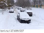 Купить «Зима. Автомобили под снегом», эксклюзивное фото № 27699537, снято 11 февраля 2018 г. (c) Юрий Морозов / Фотобанк Лори