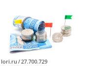 Купить «Российские двухтысячные купюры и монеты на белом фоне», фото № 27700729, снято 9 февраля 2018 г. (c) Наталья Осипова / Фотобанк Лори
